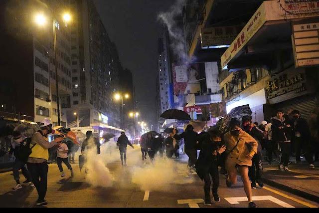 Hong Kong não teve paz nem para comemorar o início do novo ano