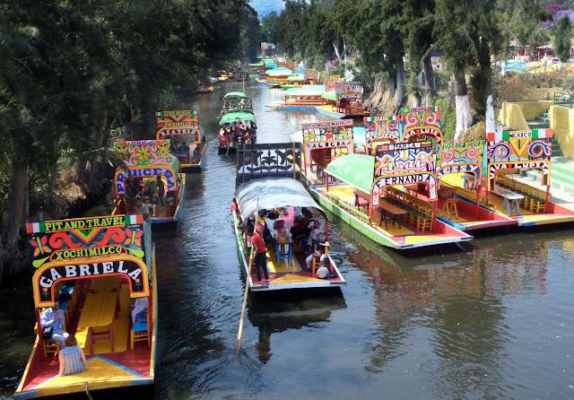 Xochimilco Cancún nace para rendir homenaje y tributo a la tradición, belleza e historia de este icónico lugar y está listo para llevarte por un recorrido en el que podrás vivir las tradiciones más festivas de México.