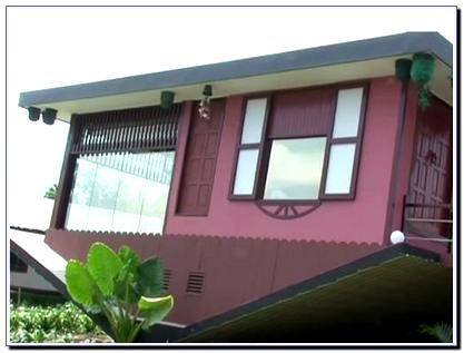 Gambar Rumah Terbalik di Eco Green Park