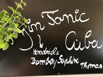 Gin Tonic Tafel, Horsebox-Bar, Bayern, pop-up Bar, mobile Bar, Deutschland, Gin-Bar, Bar im Pferdehänger, Garmisch-Partenkirchen, Hochzeit, Events, Geburtstag, Feiern, Party-Bar, Bar mieten, Gin Tonic, Garmisch-Partenkirchen, Murnau, München, Bar im Pferdeanhänger