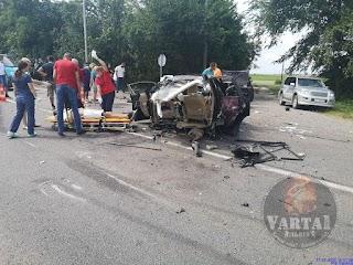 Автомобіль розірвало навпіл, на дорозі – закривавлені діти: на трасі сталася жахлива аварія (фото/відео)