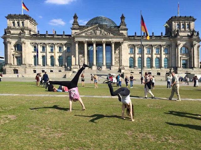 Face-planting in front of the Reichstag