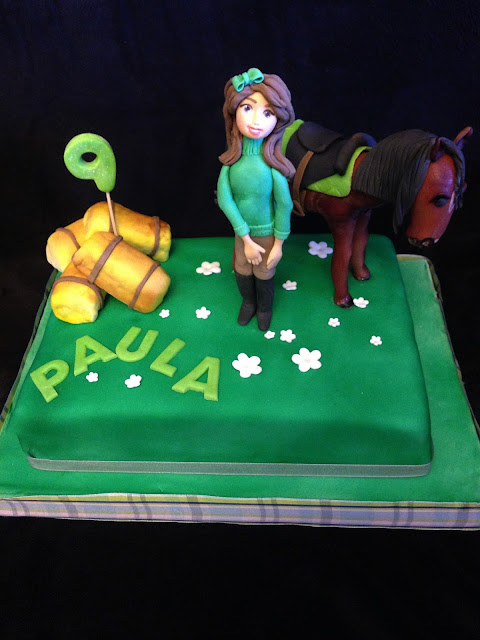tarta decorada; tarta caballo; tarta fondant; caballo; amazona; cumpleaños; niña; potro; fiesta; campo