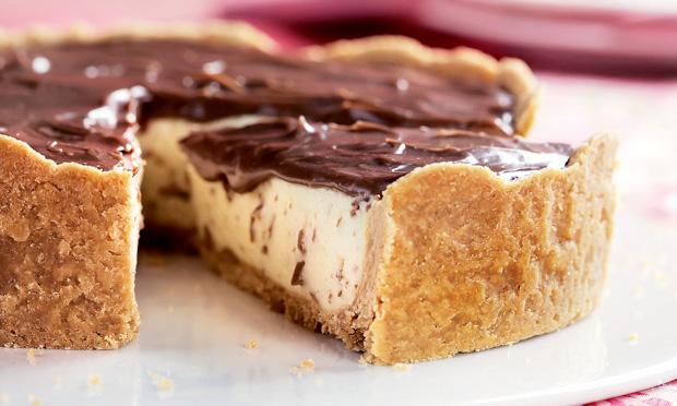 Torta de leite ninho com chocolate