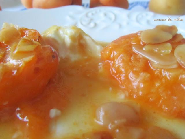 Albaricoques asados con miel y almendras
