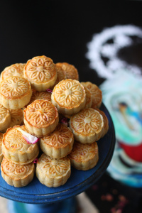 SHORTBREAD COOKIES STUFFED WITH NUTS AND COCONUT