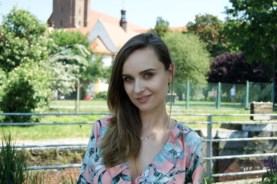 wyspa daliowa we Wrocławiu dziewczyna