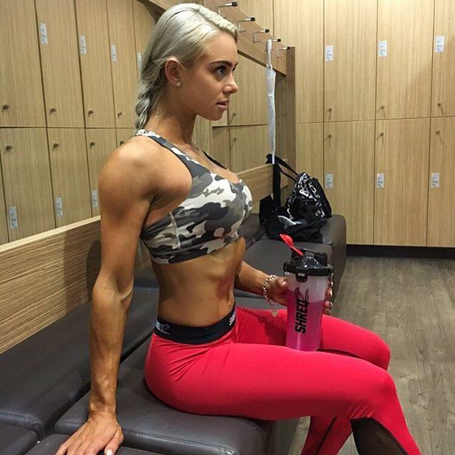 Fitness Models LAUREN SIMPSON
