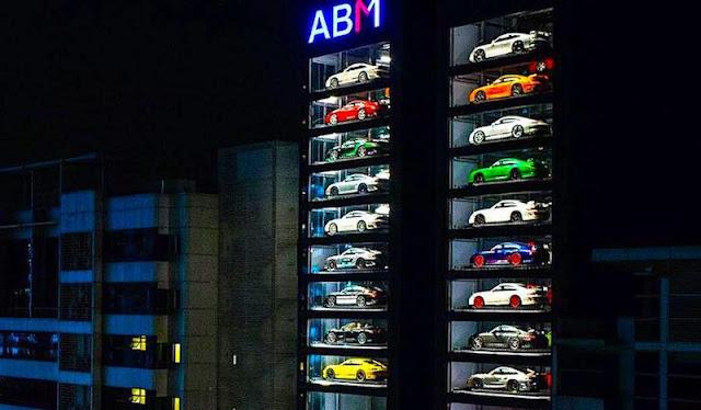 フェラーリやランボルギーニも買える高級車の自動販売機がシンガポールに登場し話題に!