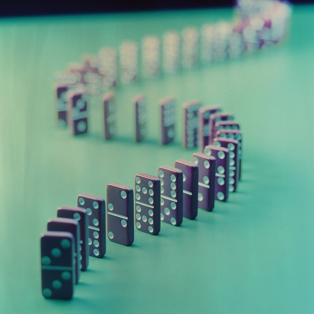 3d Wallpapers For Nokia E63 Cool Images Domino Effect Pack 1