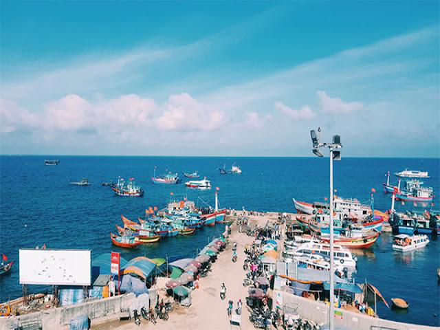 Cảng tàu Lý Sơn. Ảnh: Tuấn Thành Cao/Unsplash