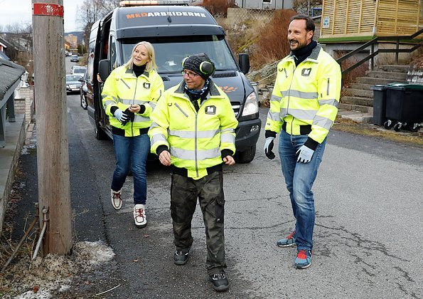 Crown Prince Haakon and Crown Princess Mette-Marit visited Medarbeiderne. Stella McCartney coat