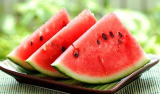 Semangka yaitu buah yg bisa memperlihatkan kesejukan dan menghilangkan dahaga 8 Manfaat Terbaik Buah Semangka, Baca Yuk !