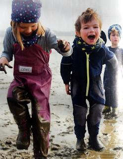 Три ребёнка в грязи