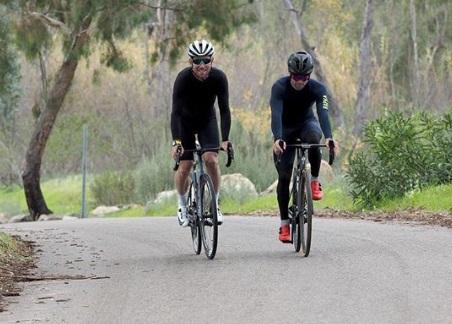 Cal Crutchlow bersepeda dengan Mark Cavendish untuk proses penyembuhan Instagram