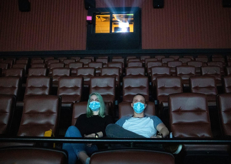 Movie theater survival : 映画館が感染対策の休業を強いられた上映中止により、配信市場に活路を求めた映画スタジオは、むしろ興行の集金力を再認識したので、映画館はなくならず復活するだろうというニュースが伝えられた‼️
