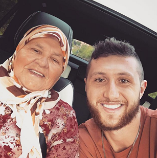Jusuf Nurkic With His Grandmother Png