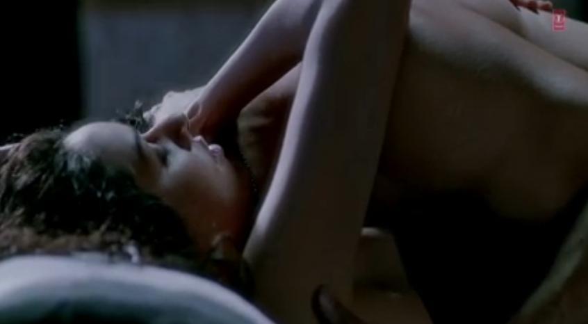 [Image: shraddha+kapoor+sex+scene+%286%29.JPG]