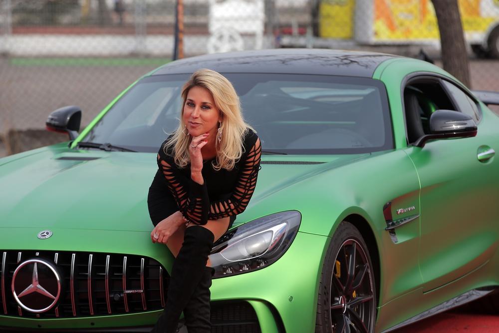 Flaviana Seeling y su Mercedes Benz AMG GTR año 2019