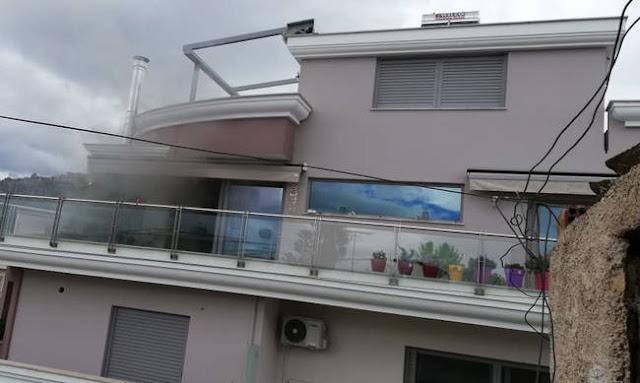 Συναγερμός ΤΩΡΑ στο Άργος - Άνδρας πυροβολεί μέσα από φλεγόμενο σπίτι Οικογενειακή τραγωδία στο Άργος: Νεκρό παιδί από τα πυρά του ετεροθαλούς αδερφού του