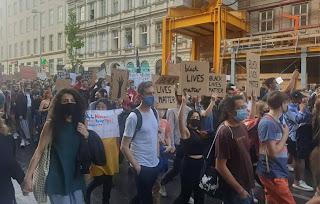 وزير,الصحة,النمساوي,يذكر,المتظاهرين,بإجراءات,كورونا