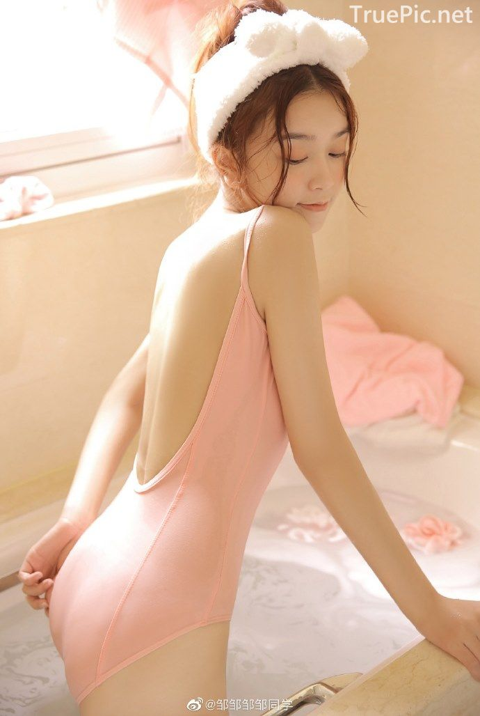 Chinese cute model - Little pink angel playing in the bathroom - Picture 2