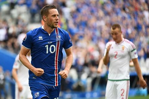 Sigurdsson là người hùng bóng đá dân tộc
