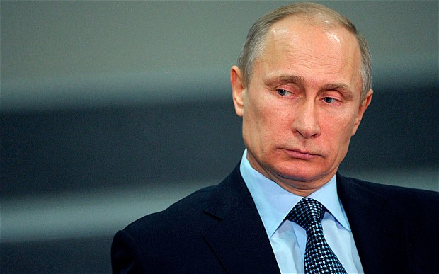 O presidente russo Vladimir Putin assinou um decreto para retirar a Rússia do Tribunal Penal Internacional, que dispõe sobre tais acusações graves como genocídio e crimes contra a humanidade