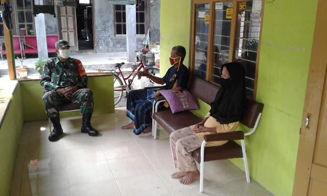 Pererat Tali Silahturahmi Babinsa Anjangsana Ke Rumah Warga