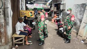 Gelar Ops Yustisi, TNI Pos Ramil Kedungjajang Masuki Area Pasar Tradisional