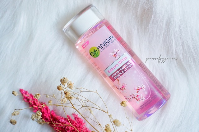 Review Garnier Sakura White Pinkish Radiance Essence Lotion