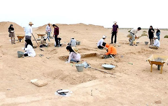 13th century Ilkanid-era pottery unearthed in Iran