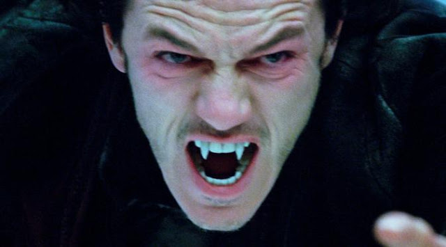 Penampakan Aneh Mirip Drakula