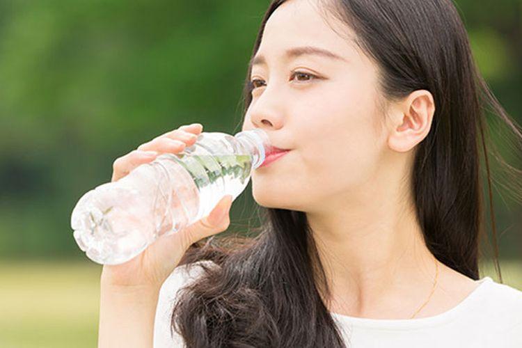 alasan-anda-tidak-boleh-menggunakan-kembali-botol-plastik