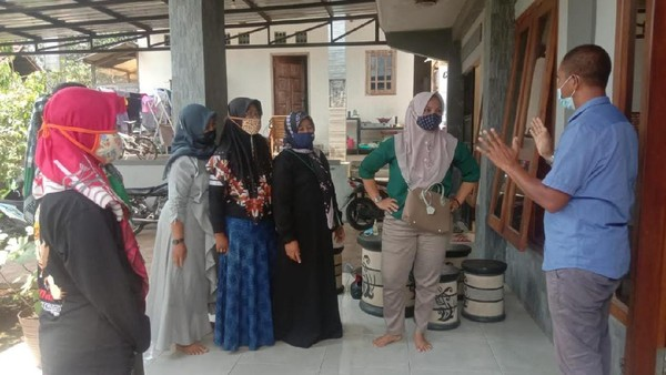 Pemerintah Jawab Keluhan Emak-emak Blitar soal Janji Jokowi