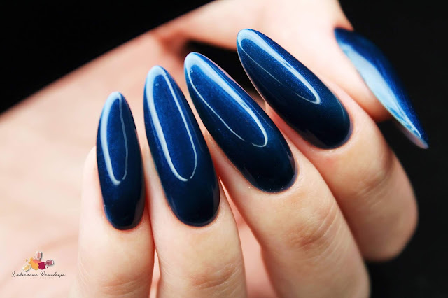 victoria-vynn-salon-master-gel-soft-pink-gel-polish-in-the-navy