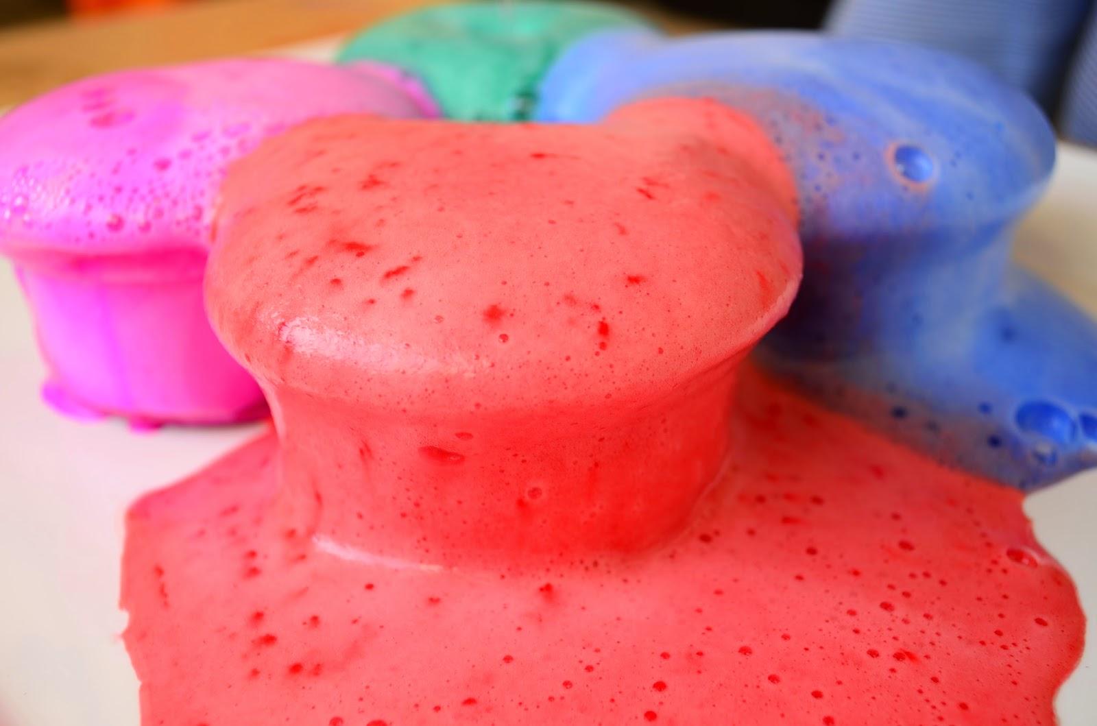 13 Non-Traditional Art Supplies for Preschoolers: Baking Soda & Vinegar Explosions