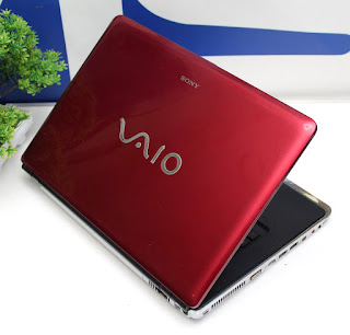 Laptop  Bekas Sony Vaio VGN - CR520E