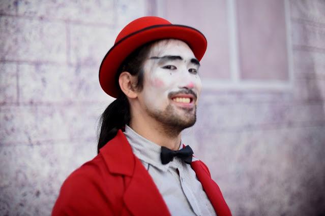 Atrações de Humor e Circo Produtora para festas e eventos online.