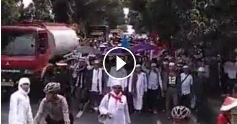 VIDEO: Ribuan Umat Islam Dari Ciamis Yang Berjalan Kaki Menuju Jakarta Ini Bikin Merinding