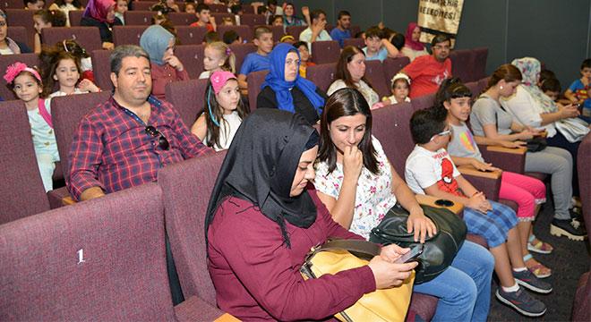 Diyarbakır Büyükşehir Belediyesinin sinema günleri çocuklardan yoğun ilgi görüyor