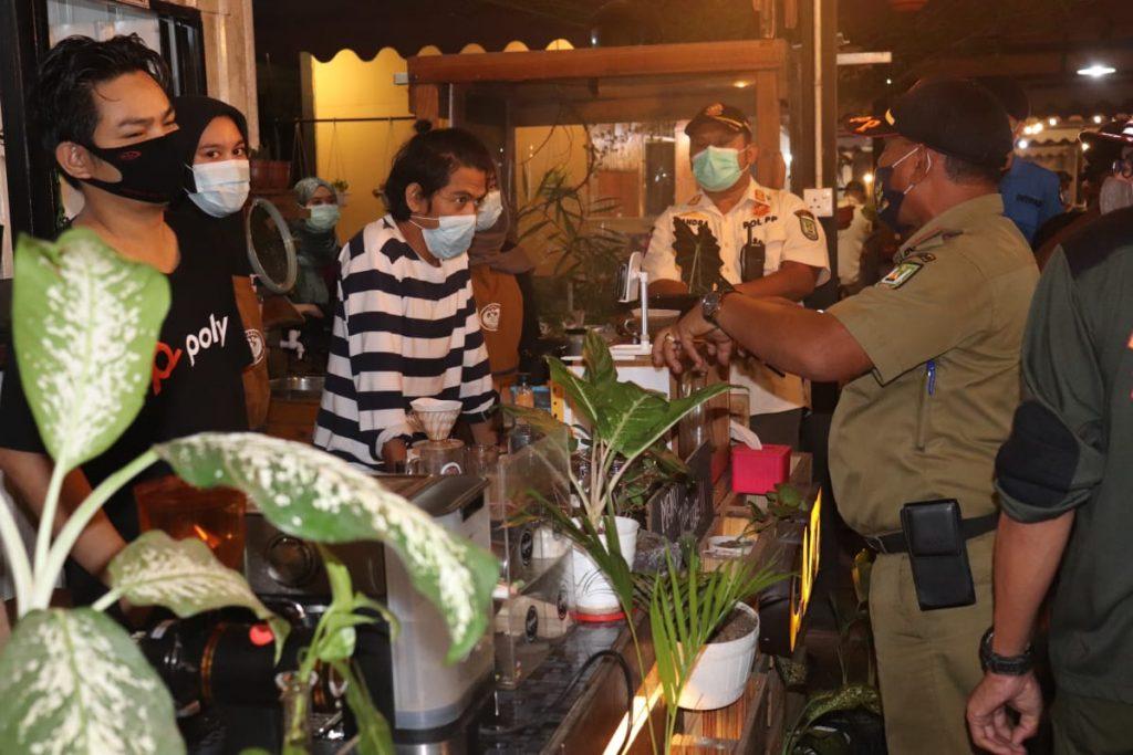 13 Pelaku Usaha Kafe dan Rumah Makan Mendapat Surat Peringatan dari Tim monitoring  Satgas Covid-19 Kota Batam