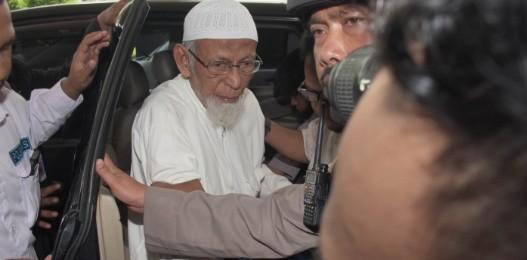 Abu Bakar Ba'asyir Bebas tapi Dikawal Densus 88, Keluarga Langsung Angkat Bicara