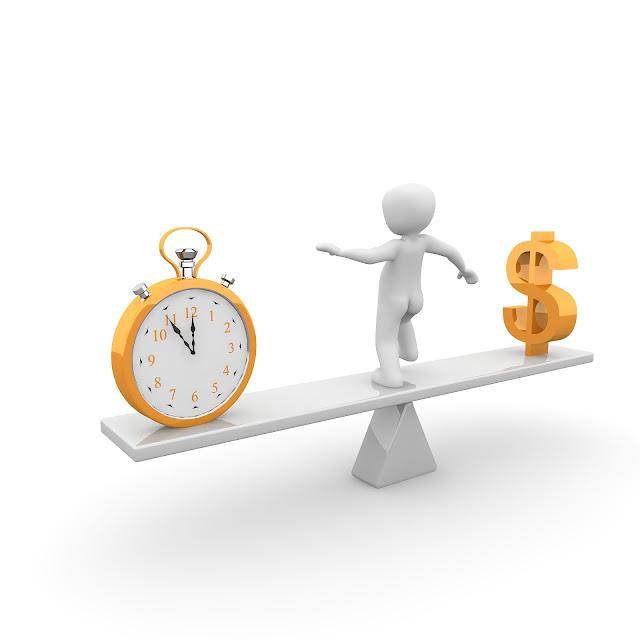 Encontrar o equilíbrio financeiro ajuda a viver a vida de forma que exista a possibilidade de viver sem abrir mão de economizar. Para encontrar a forma ideal de fazer isso além do planejamento financeiro é preciso evitar gastos desnecessários e fazer bons investimentos.
