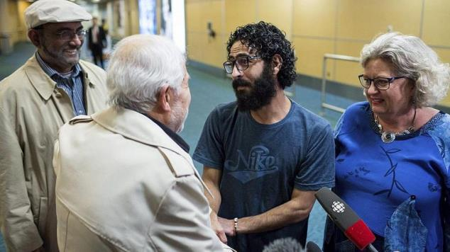 حسن القنطار من السويداء الرجل الذي علق بالمطار 7 اشهر..يصل كندا