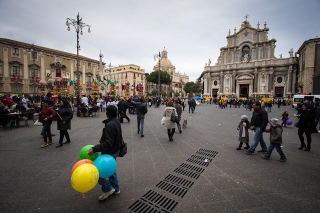 Festa di Sant'Agata a Catania: il giro esterno, le cannelore-Piazza Duomo