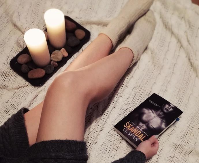 Nie oceniaj książki po okładce. Święci grzesznicy. Skandal- L.J. Shen