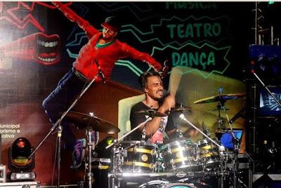 Live instrumental com o baterista Jhon Rick foi uma verdadeira viagem no tempo dos games