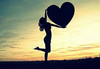 صورة حلوة تحفة ، قلب تحمله فتاة