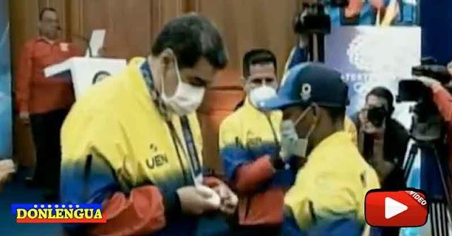 Atletas Chaburros le pusieron la medalla a Maduro y se la dedicaron a Chavez